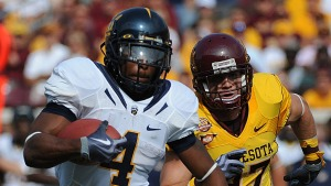 MINNEAPOLIS, MN - SEPTEMBER 19: Jahvid Best #4 of the California Golden Bears carries the ball in a NCAA football game against the Minnesota Golden Gophers on September 19, 2009 at TCF Bank Stadium in Minneapolis, Minnesota. (Photo by Tom Dahlin/Getty Images)